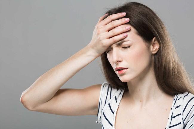 choáng váng đầu óc có thể là dấu hiệu của việc phá thai còn sót