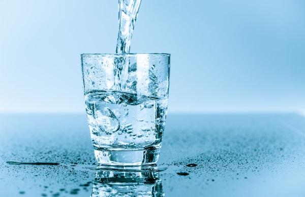 uống nhiều nước khi bị hôi nách